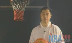准备动作 熟悉球性 张卫平篮球教学第一集