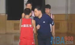 传球掩护 张卫平篮球教学视频 第四集
